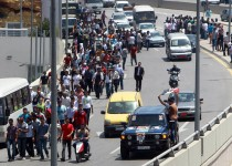 syrians-demo-in-leb-refugees