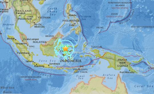 92b2a611f02bc تحذيرات من تسونامي في إندونيسيا بعد هزة أرضية وسط البلاد