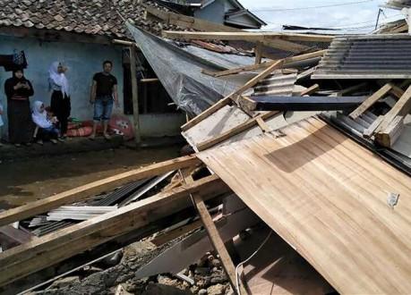 من جديد .. زلزال بقوة 6.4 يضرب إندونيسيا