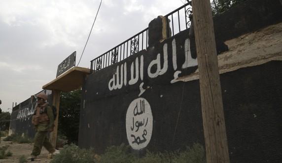 """مصادر ملحق: مروحيات أميركية تجلي قادة من """"داعش"""" بريف دير الزور"""