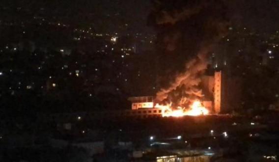 68f9426956f48 حريق كبير قرب سوق الاحد
