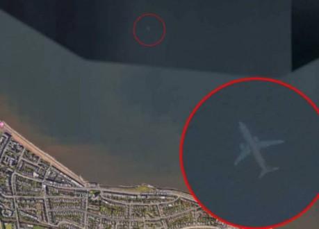 """عثر على طائرة """"غارقة"""" عبر خرائط """"غوغل إيرث"""""""