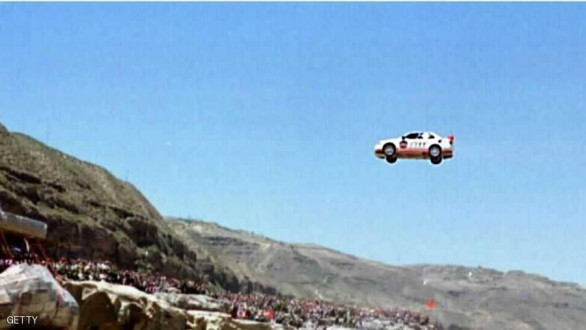 """سيارة """"مجنونة """" تطير 8 أمتار لتقتل 4 أشخاص"""