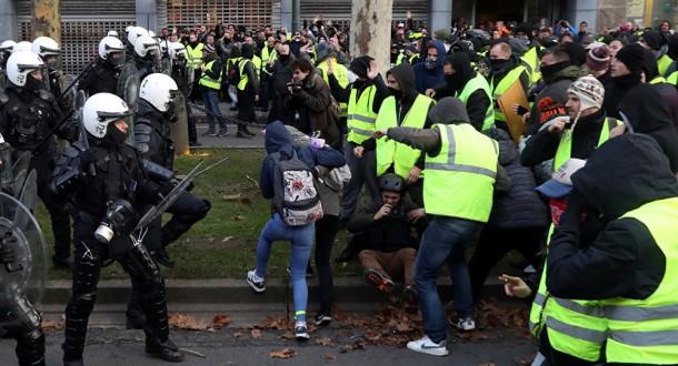 اعتقال عشرات المتظاهرين من السترات الصفراء في بلجيكا
