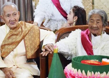 رغم بلوغه عامه الـ100.. تزوّج من صديقته البالغة 96 عاماً!