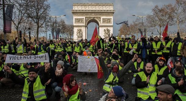 """فرنسا .. إحتجاجات """"السترات الصفراء"""" مستمرة بالتزامن مع """"الحوار الوطني الكبير"""""""