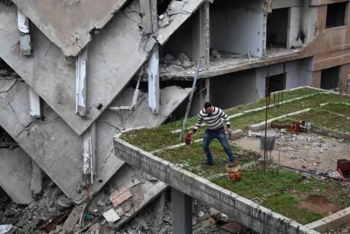 منازل السوريين المدمّرة… ومشروع «الألف ميل»!