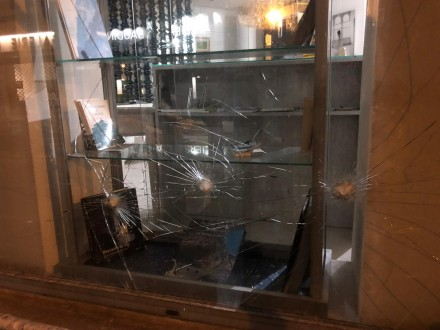 8d90c4d076234 تعرض المكتب السياحي اللبناني في باريس لأعمال تكسير وتحطيم