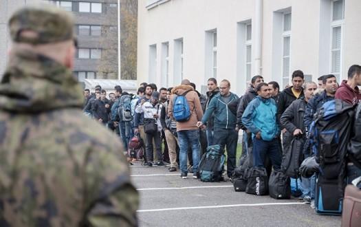 قرار بترحيل سوريين إلى بلادهم