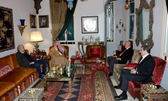 جنبلاط عرض الأوضاع مع السفير السعودي في دارته بكليمنصو
