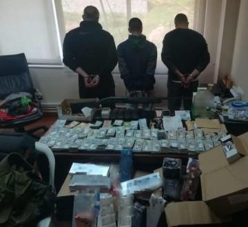 توقيف 3 اشخاص بجرم تهريب مشروبات كحولية وأدوية مخدّرة في عنجر