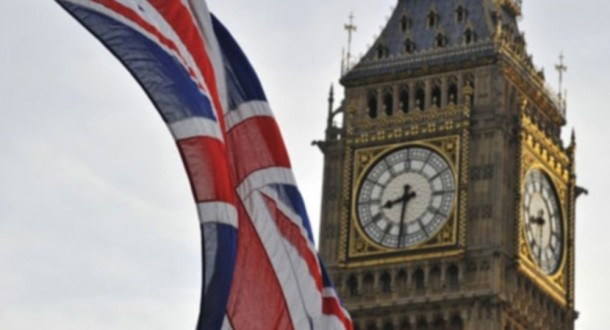 المعارضة البريطانية تدعو لإجراء انتخابات مبكرة بعد استقالة زعيمة مجلس العموم