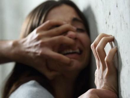حاولت تسجيل اعتداء والدها عليها.. فوثّقت جريمته!