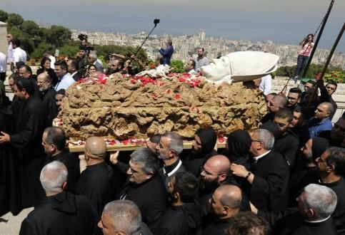 عون وبري والحريري في بكركي للمشاركة بمراسم دفن البطريرك صفير