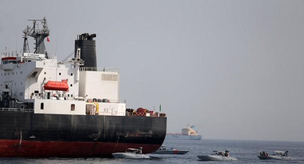 إصابة ناقلة نفط بطوربيد قبالة ساحل الفجيرة الإماراتي
