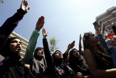 أزمة «اللبنانية»: الأحزاب تفكّ الاضراب و«مذكرة جلب» للأساتذة!