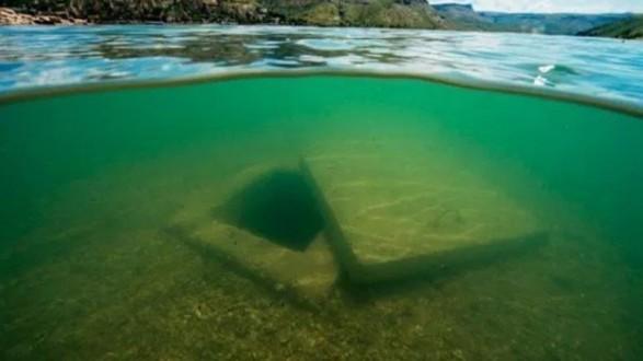 قرية تحت الماء تظهر مرة واحدة فقط كل عام
