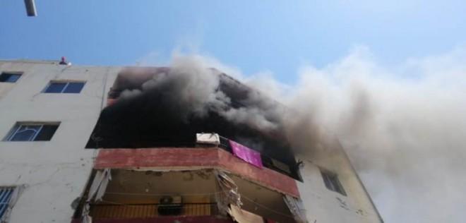اخماد حريق في مبنى سكني في صور