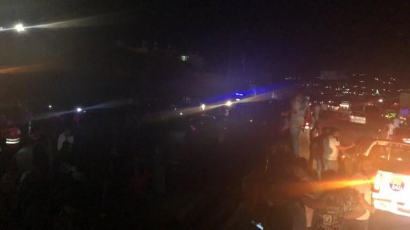 جرحى بتصادم بين عدد كبير من المركبات على اوتوستراد الجية باتجاه صيدا بسبب تسرب مادة المازوت