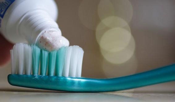 بالصورة: وضعت معجون أسنان على يدها لعلاج الحرق… والنتيجة مرعبة !