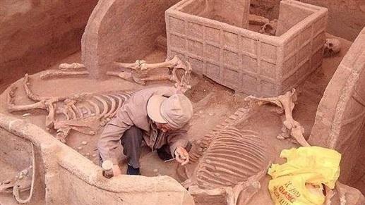 إكتشاف مقابر عمرها أكثر من 3000 عام !