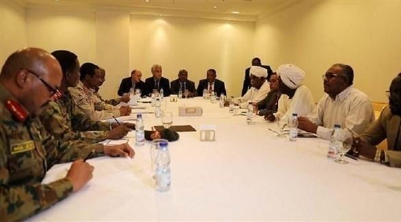 """المجلس العسكري السوداني وقوى """"الحرية والتغيير"""" يوقعان على الاتفاق السياسي"""