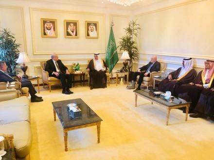 بيان لرؤساء الحكومات السابقين عن زيارتهم للسعودية: الملك سلمان أكد أهمية إعادة الاعتبار للدولة
