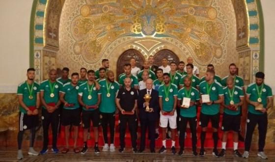 """بعد الفوز بأمم أفريقيا الرئيس الجزائري يكافئ """"محاربي الصحراء"""" بأعلى وسام استحقاق وطني"""