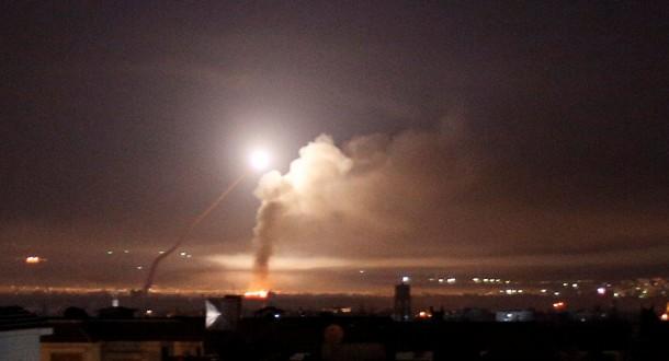 مصادر ملحق: سماع أصوات إنفجارات غرب مدينة حمص وأنباء عن إنطلاق الدفاعات الجوية السورية باتجاه أهداف معادية