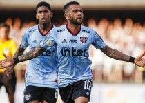 122-012047-alves-sao-paolo-first-goal_700x400