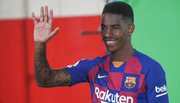 جونيور فيربو يجبر برشلونة على الإعتذار من ريال بيتيس
