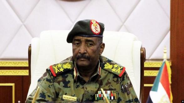 """""""البرهان"""" يؤدي اليمين الدستورية رئيسًا لـ """"السيادي السوداني"""""""