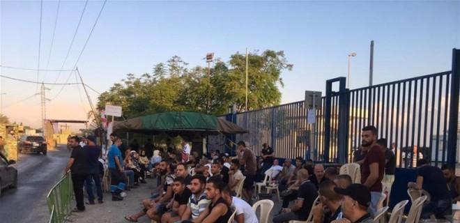 إستمرار الإعتصام أمام معمل دير عمار وإغلاق أبوابه