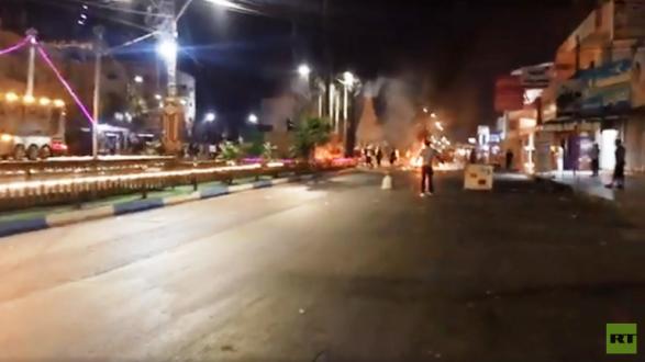 تصاعد الاشتباكات بين متظاهرين وقوات الأمن الأردنية في مدينة الرمثا الحدودية مع سوريا