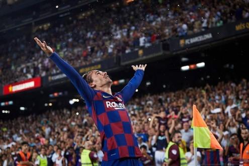 برشلونة يسحق بيتيس بالخمسة في ليلة تألق غريزمان
