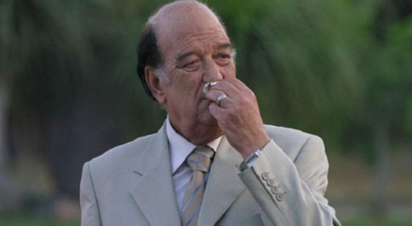 تمثال للفنان المصري حسن حسني يثير ضجة