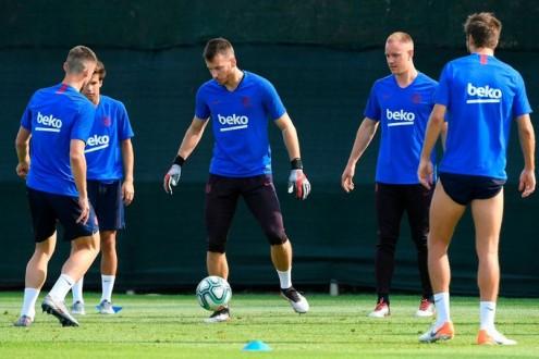 برشلونة يفتفد خدمات حارسه لمدة شهرين
