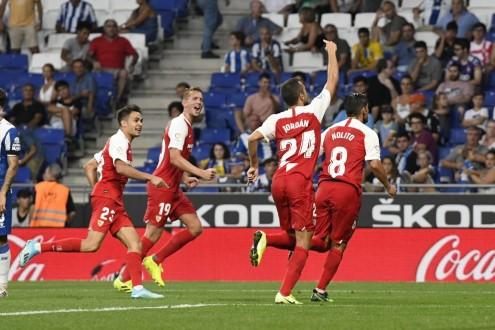 إشبيلية يهزم إسبانيول بثنائية في الدوري الإسباني