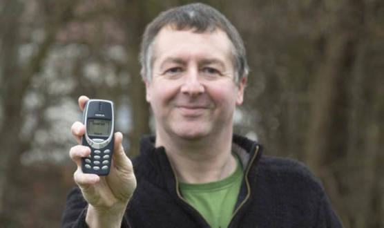 أضاع هاتفه قبل 20 عاما ثم عثر عليه ووجد بطاريته 70 بالمئة