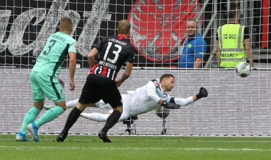 الدوري الألماني: فرانكفورت يخرج منتصرا بهدف في الثواني الأولى