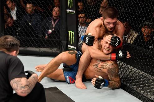 """حبيب يهزم الأميركي بوارييه ويحتفظ بحزام """"UFC"""""""