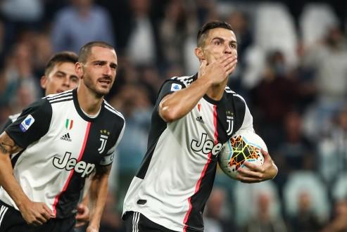 يوفنتوس يقلب تأخره لفوز ثمين على فيرونا ويتصدر الدوري الإيطالي مؤقتا