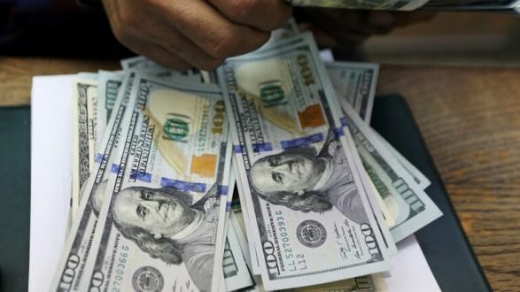 الحكومة المصرية: الدولار كاد يصل إلى 35 جنيها