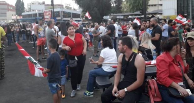 قوة من مخابرات الجيش تفاوض المحتجين في الشيفروليه لفتح الطريق