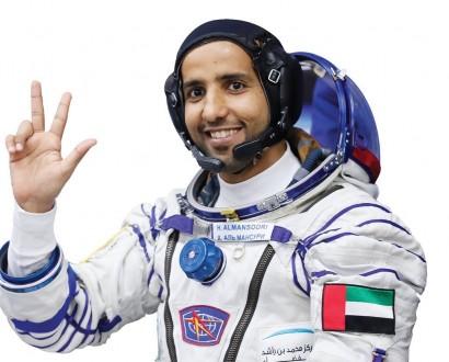 بالفيديو- وصول رائد الفضاء الإماراتي هزاع المنصوري إلى الأرض