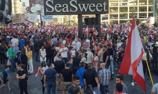 إرتفاع أعداد المتظاهرين في شكل كبير على أوتوستراد جونيه