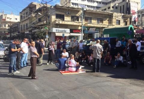 الأهالي يحتجون على تكدس النفايات في شوارع النبطية