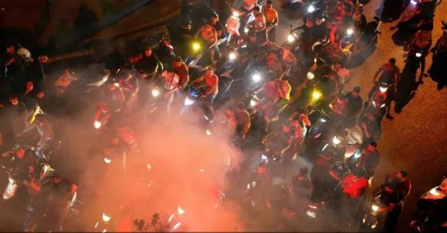 دراجات نارية يستقلها متظاهرون تجوب وسط بيروت وتقوم بأعمال تكسير وتحطيم