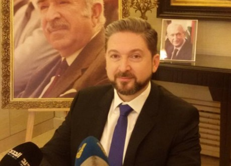 كرامي أعلن تعليق عضويته في اللقاء التشاوري: ماذا يفعل الوزير مراد في حكومة يمتنع رئيسها عن التحدث إليه؟