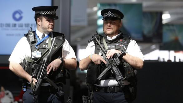 """الشرطة البريطانية تعتقل رجلا يشتبه بإعداده هجمات إرهابية في قضية """"مرتبطة بسوريا"""""""